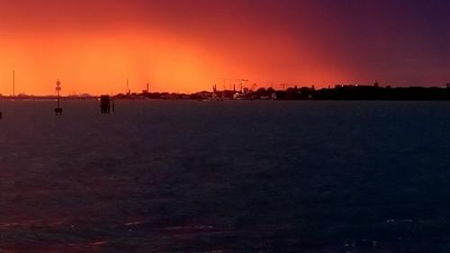 Bufera al tramonto su Marghera